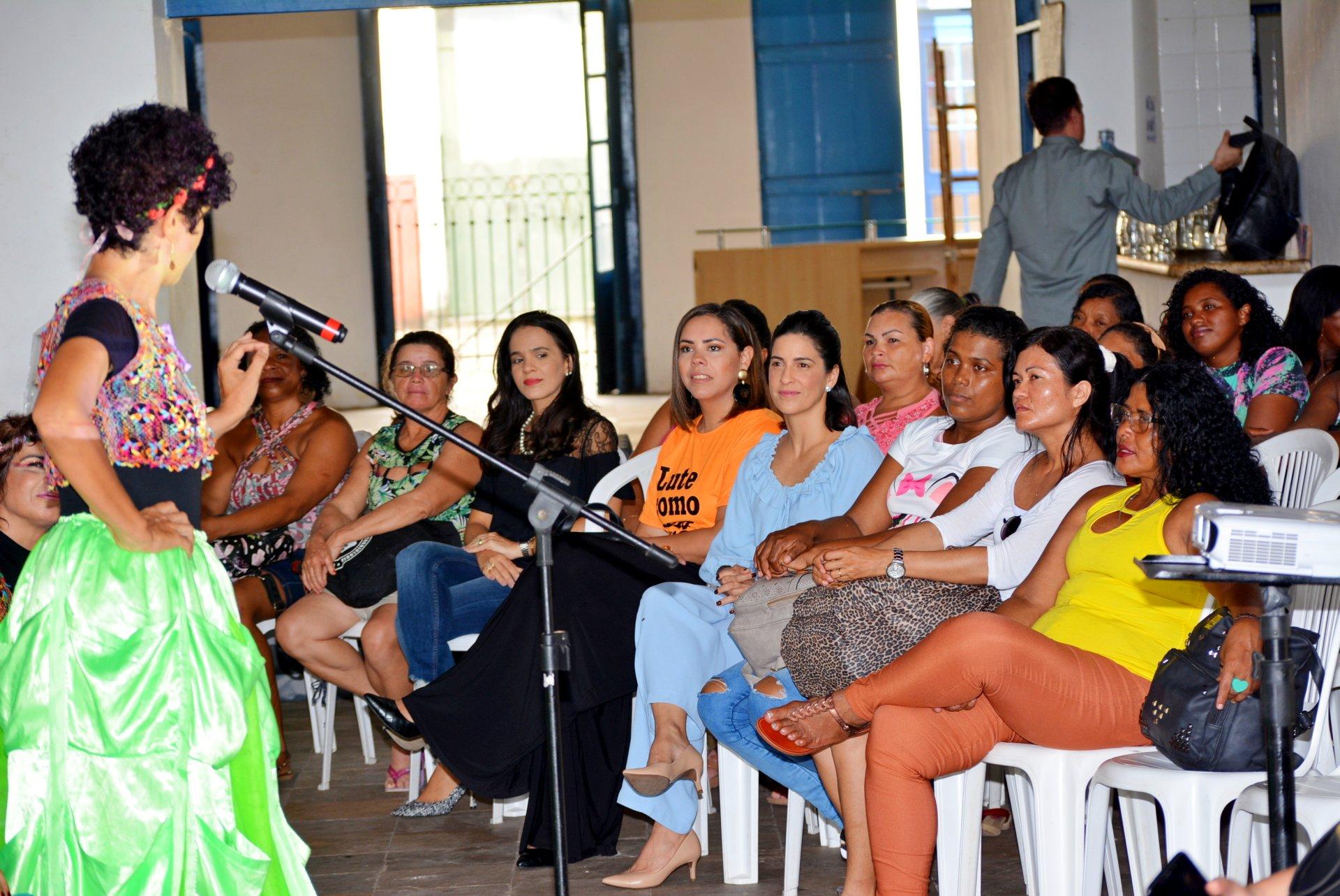 26ccc16f0f2 Prefeitura promove ação em homenagem ao Dia Internacional da Mulher para as  agentes de limpeza